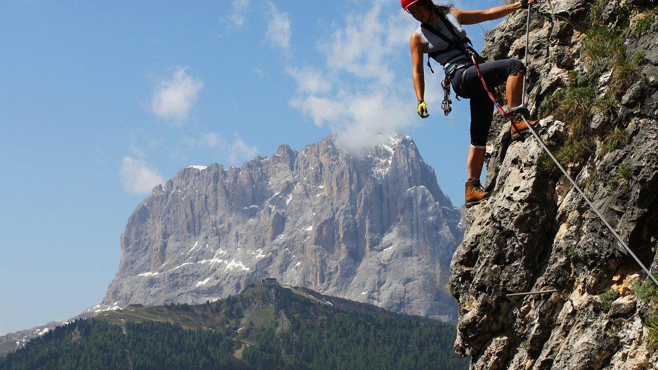 arrampicata_montagna_dolomiti_alto_adige_shutterstock