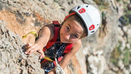 arrampicata_parete_roccia_shutterstock