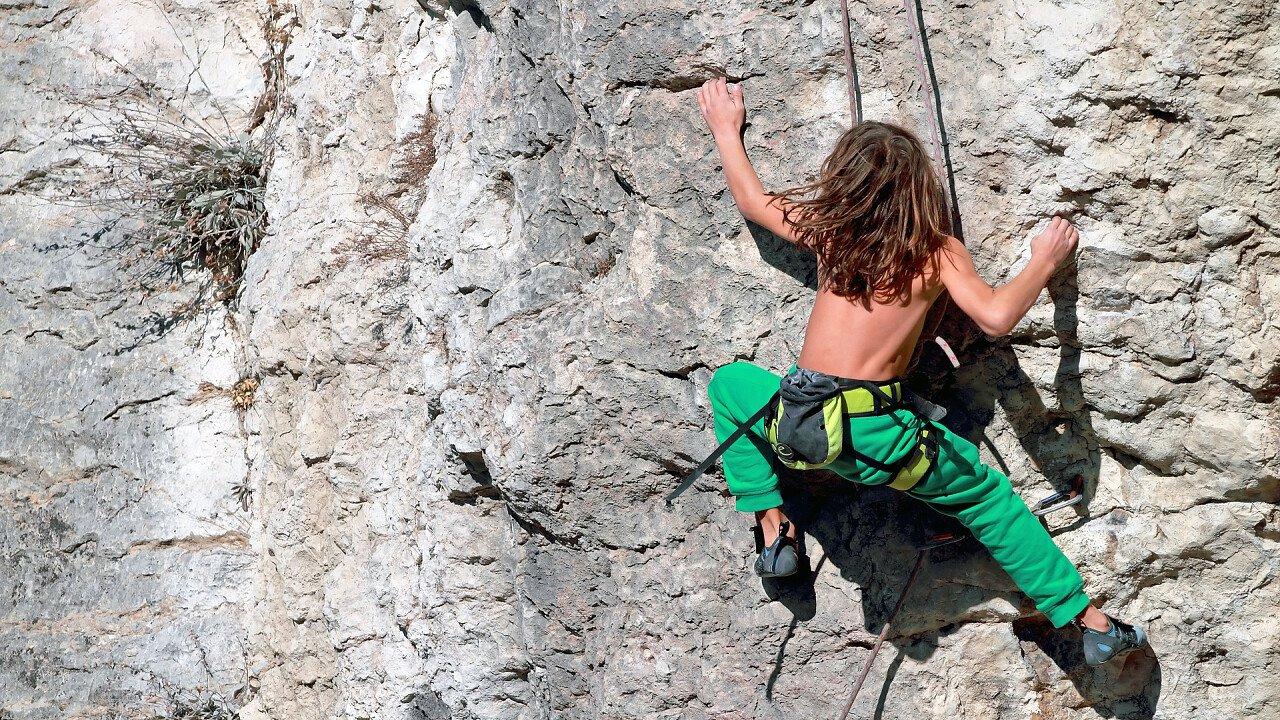 bambino_arrampicata_roccia_shutterstock