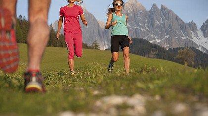 atleta_di_corsa_in_montagna_shutterstock