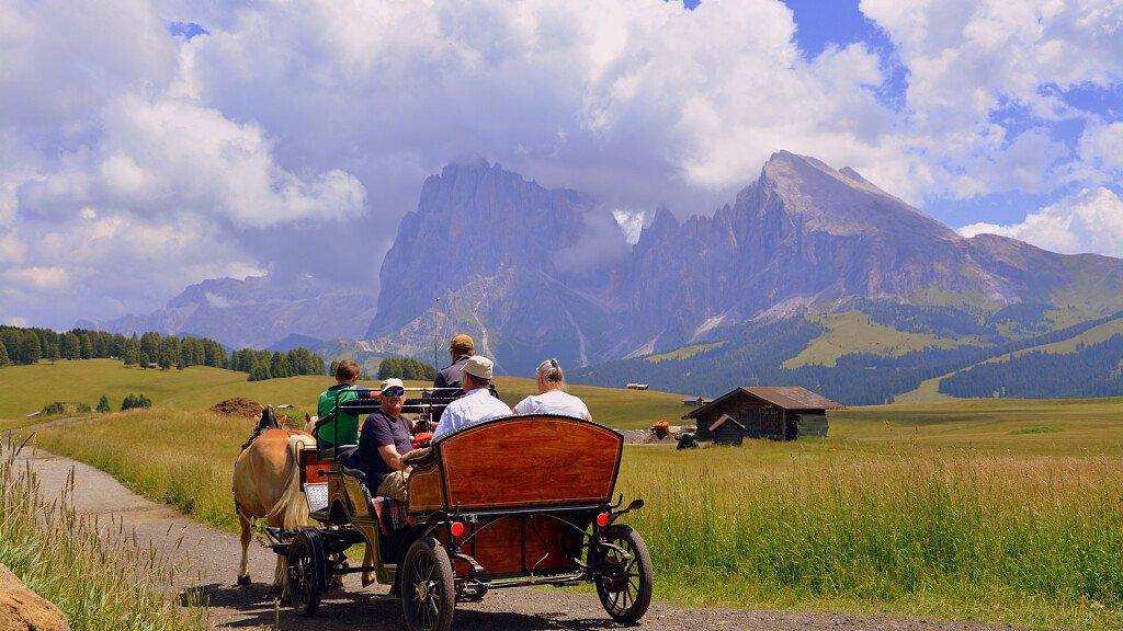 Landschaftswanderungen zu Pferd in den Dolomiten - cover
