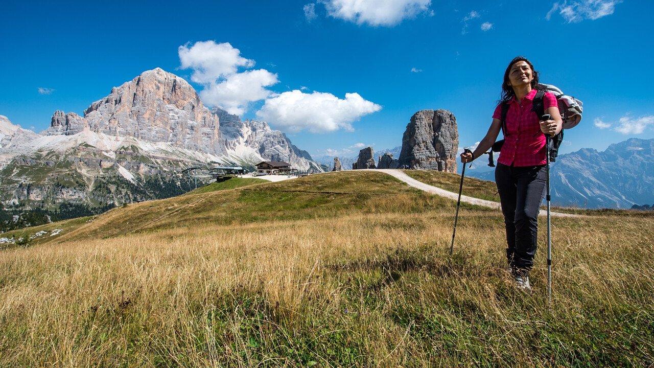 trekking_cinque_torri_cortina_depositphotos