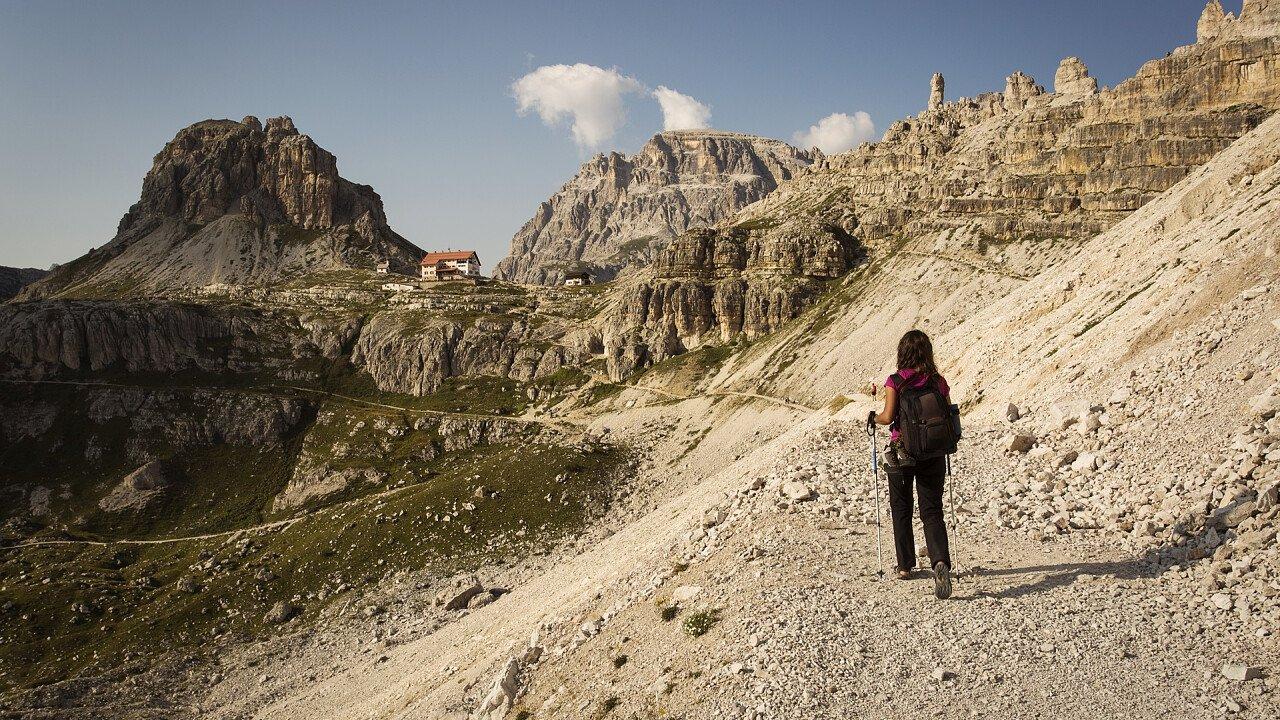 trekking_dolomiti_depositphotos