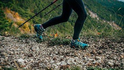 montagna_tramonto_nordic_walking_depositphotos