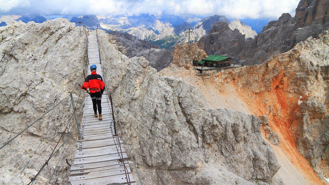 ponte_collegamento_via_ferrata_monte_cristallo_shutterstock
