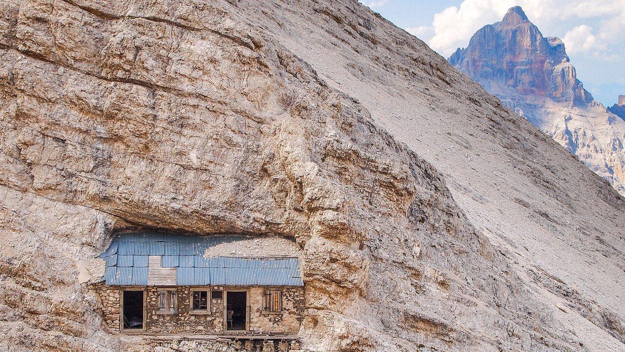 casa_nella_montagna_via_ferrata_depositphotos