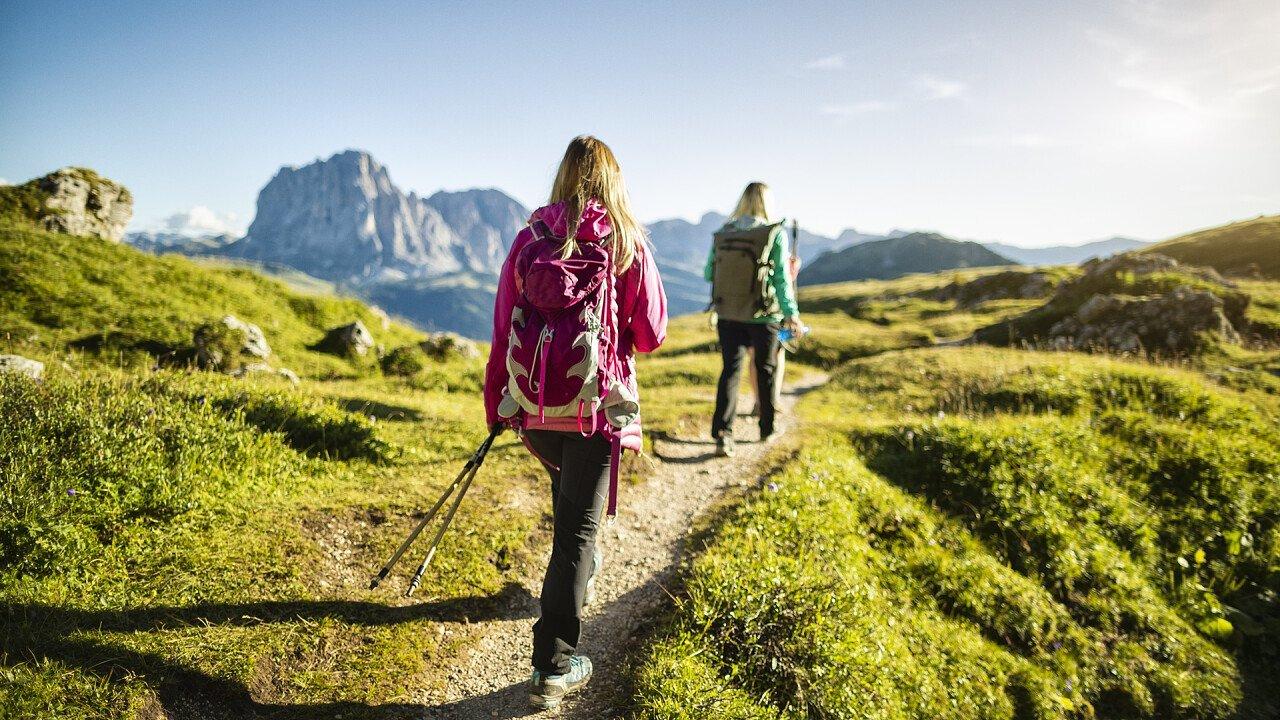 coppia_camminata_alta_via_iStock