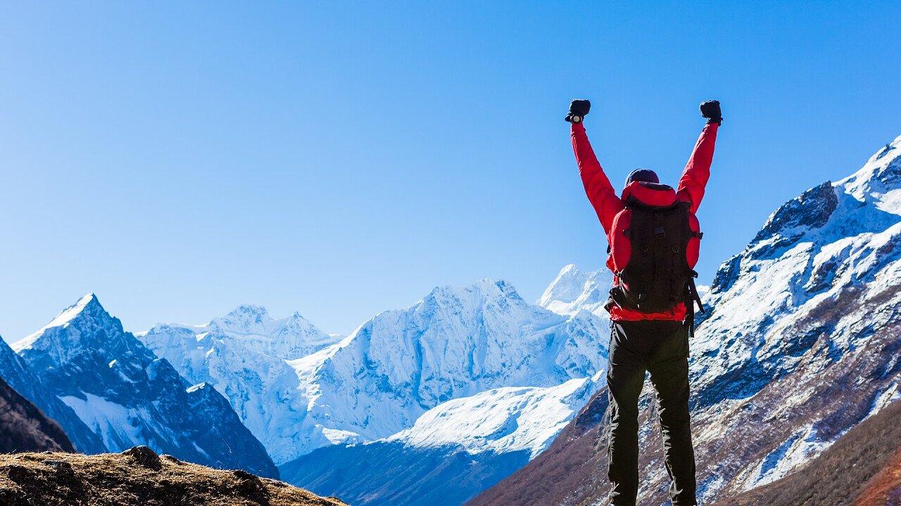 escursionista_felice_montagna_shutterstock