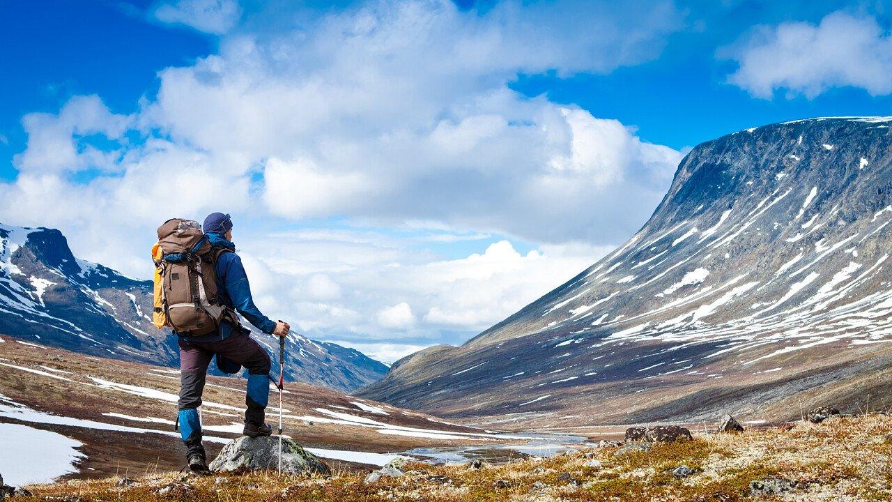 escursionista_montagna_shutterstock