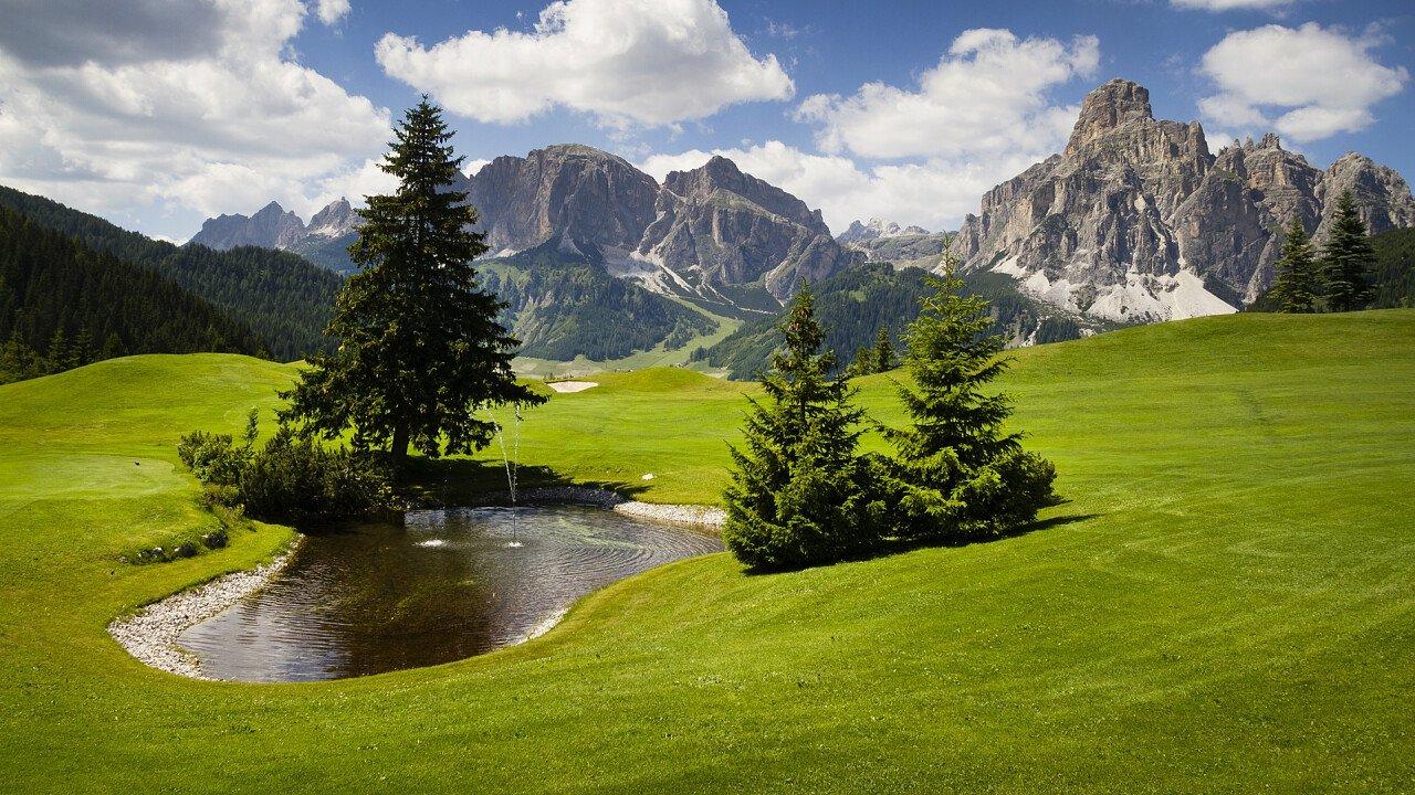 pozza_d_acqua_campo_da_golf_dolomiti_shutterstock