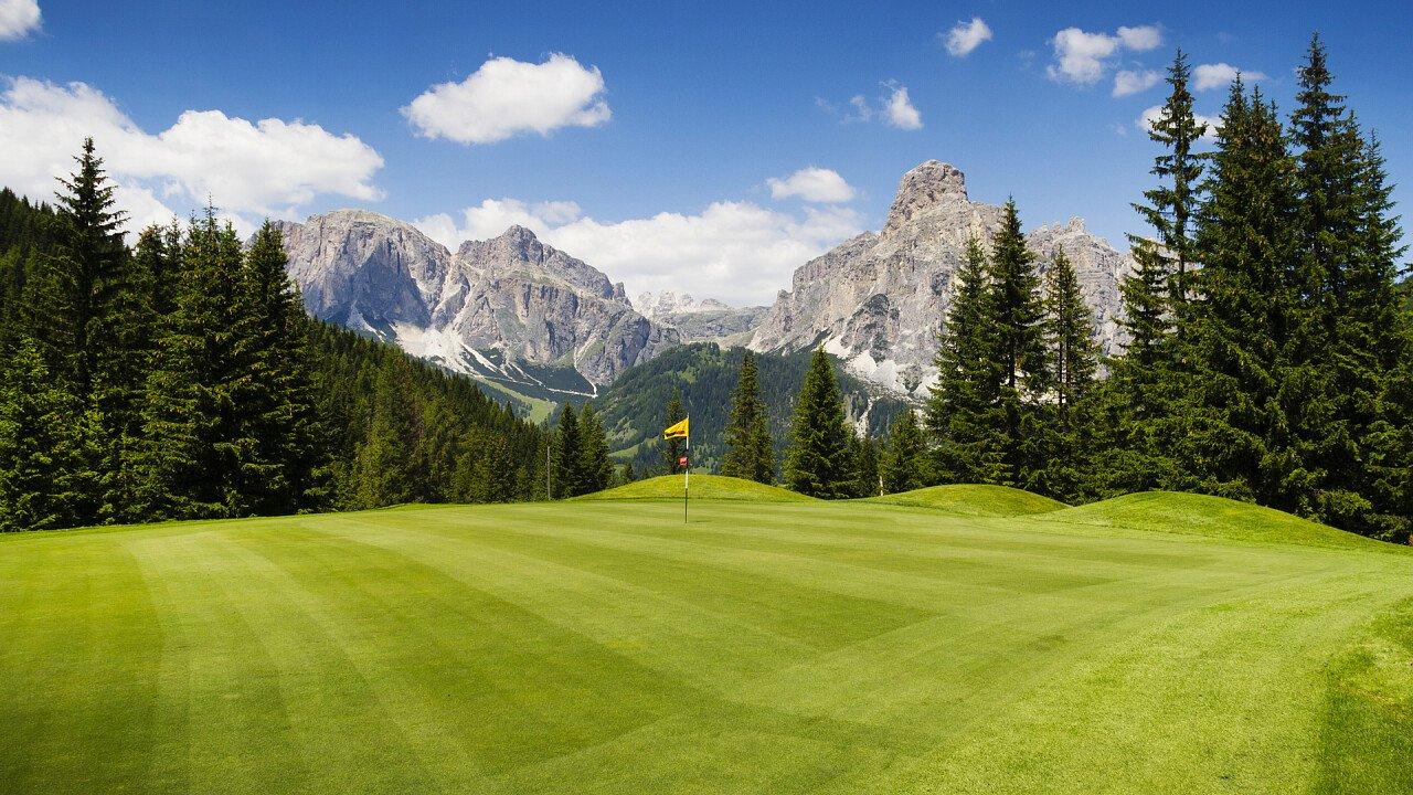 campo_da_golf_dolomiti_shutterstock