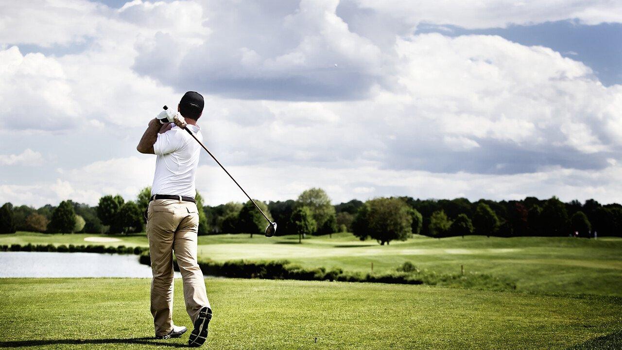 giocatore_campo_golf_shutterstock