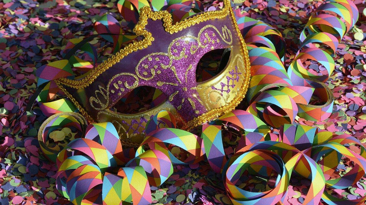 Purple carnival streamers mask