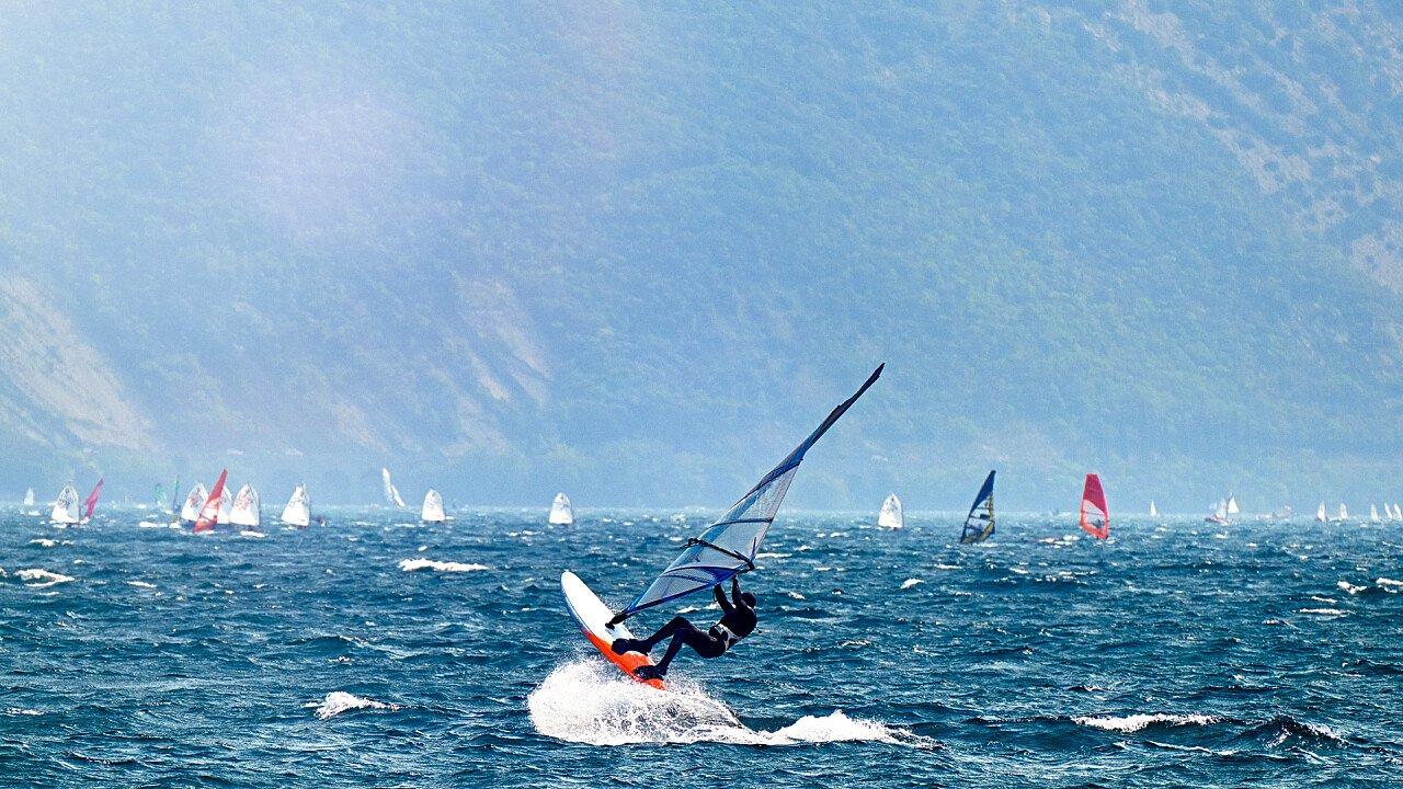 acrobazia_windsurf_shutterstock
