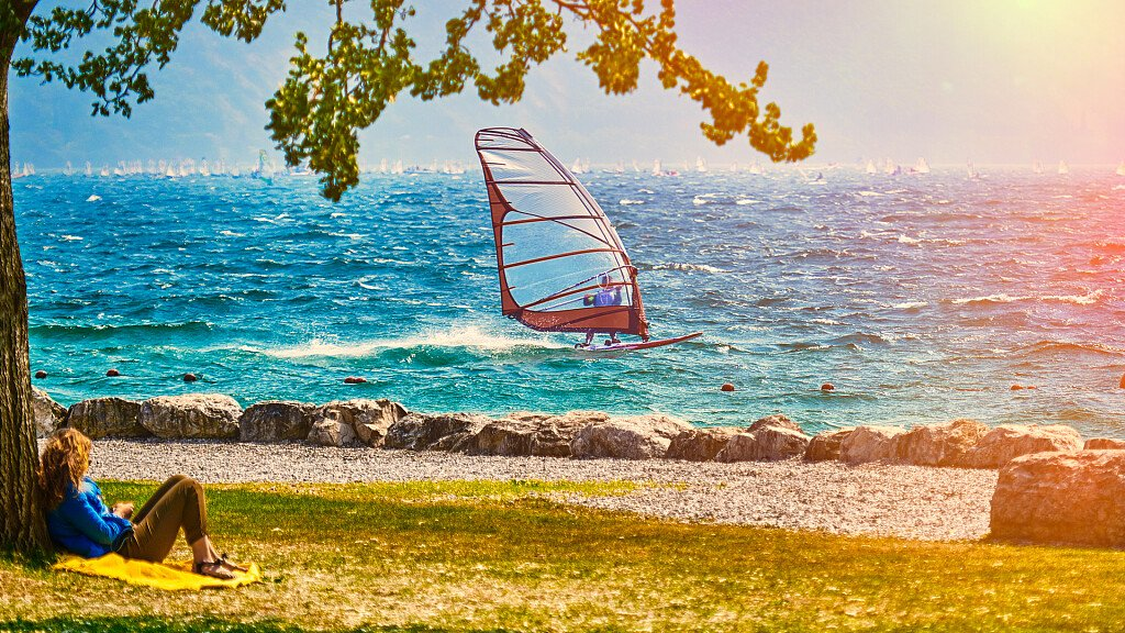 Windsurf sugli specchi d'acqua del Trentino Alto Adige, Bellunese e Friuli - cover