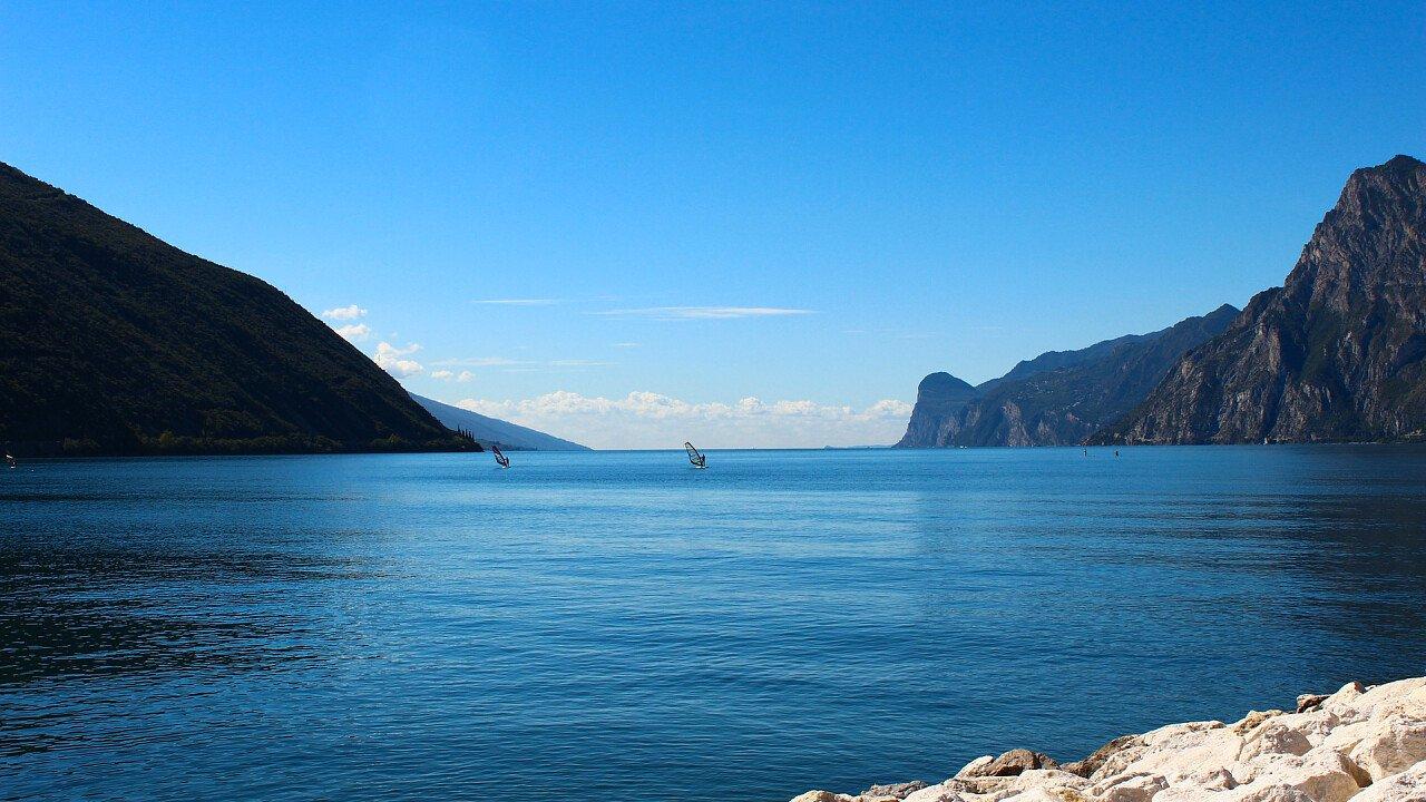 lago_di_garda_windsurf_pixabay_sabrinaschlich