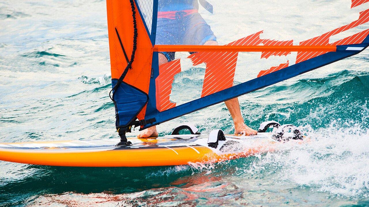 onda_tavola_vela_windsurf_shutterstock