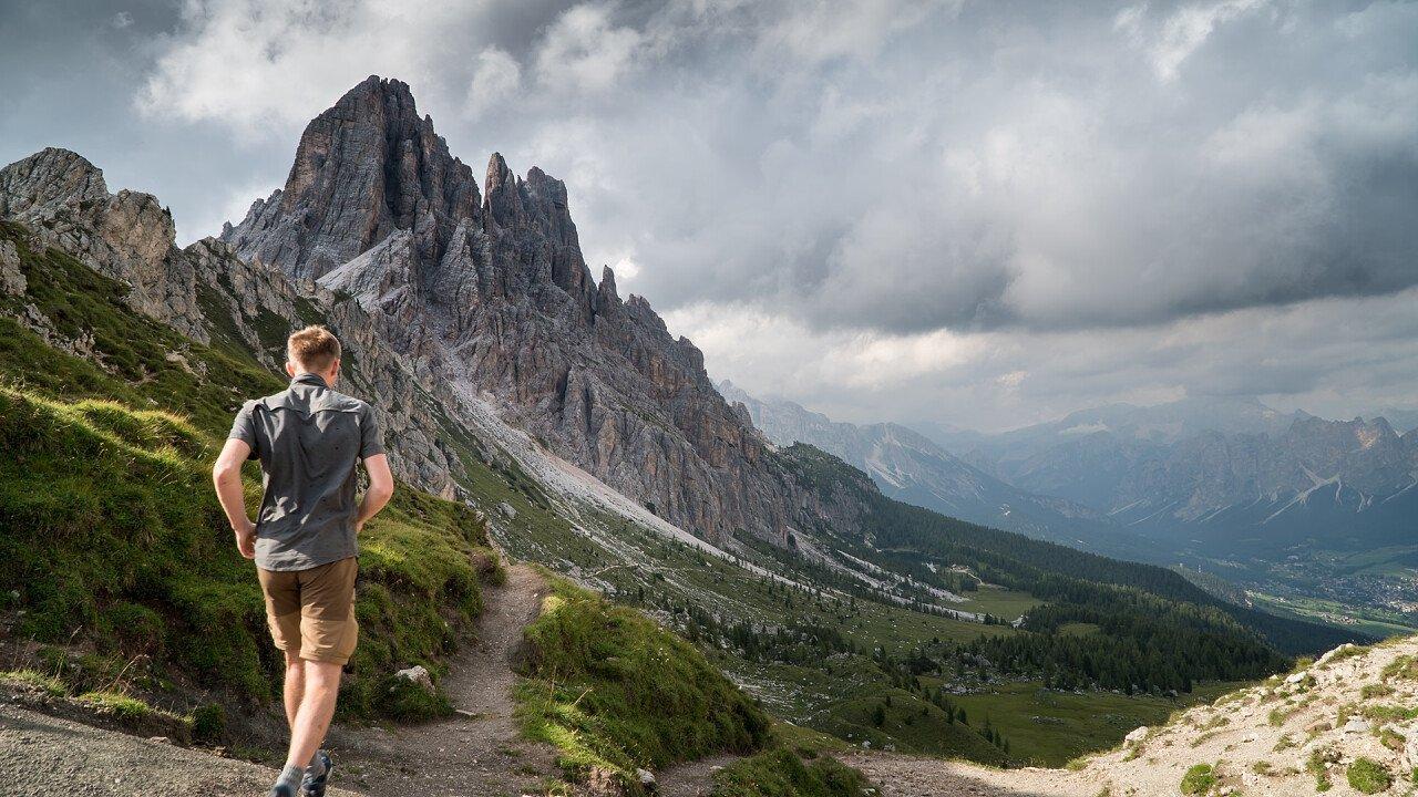 Corsa in montagna sulle Dolomiti