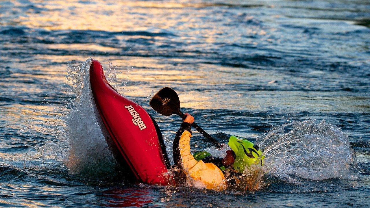 caduta_dal_kayak_pixabay
