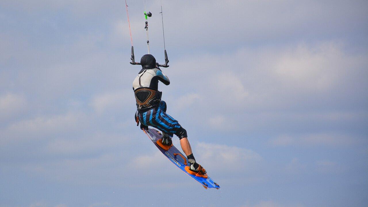 salto_volo_kitesurf_depositphotos