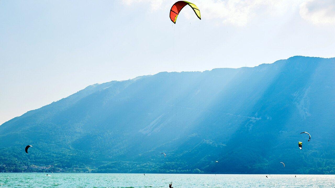kitesuf_lago_santa_croce_shutterstock