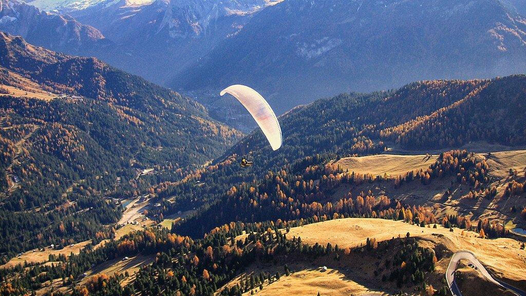Mit dem Paraglider die Dolomiten von oben entdecken - cover
