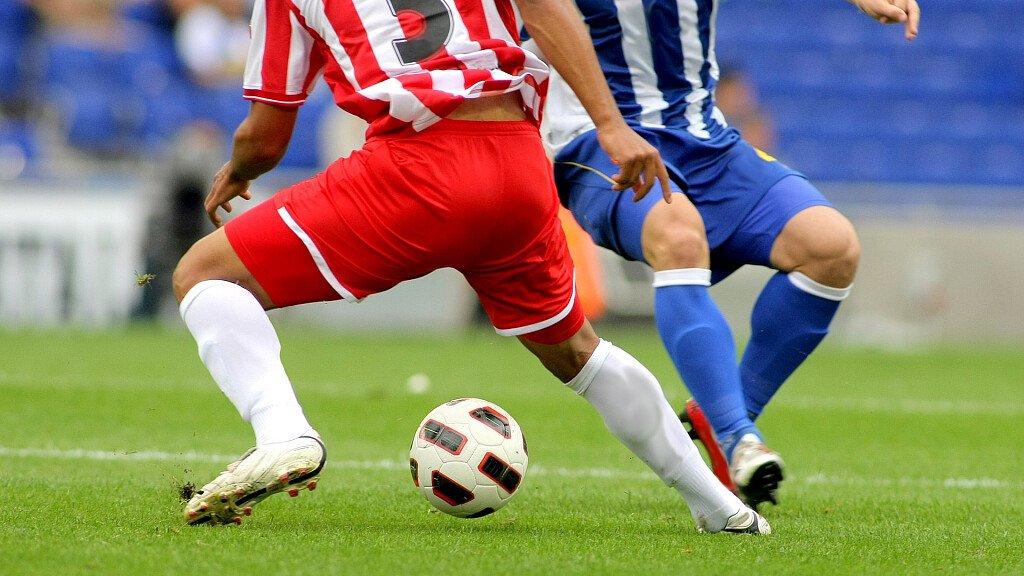 Sporturlaub: Fussball spielen inmitten der Dolomiten - cover