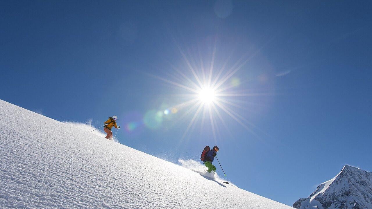 Coppia di sciatori sulle piste