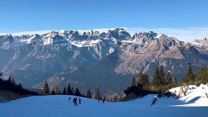 Panorama Dolomiti di Brenta innevata dalla ski area Paganella