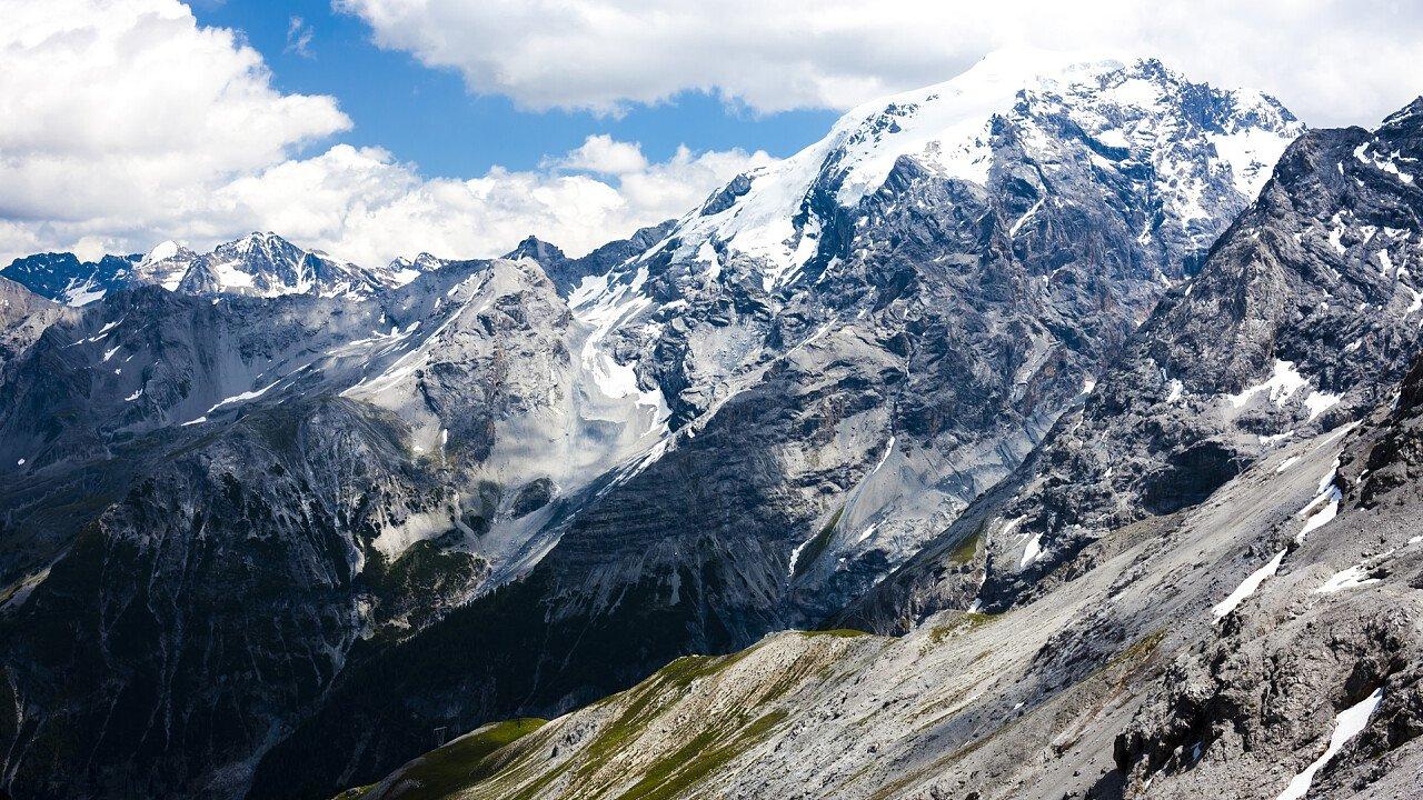 Montagne attorno allo Stelvio