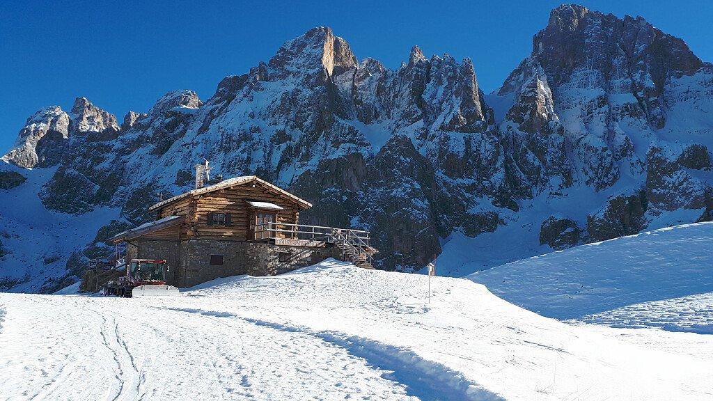 Skifahren in San Martino di Castrozza, Passo Rolle im Dolomiti Superski - cover